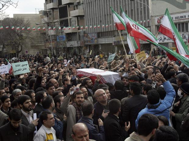 Militantes pró-governo protestam nesta quarta-feira - Crédito: Foto: AFP