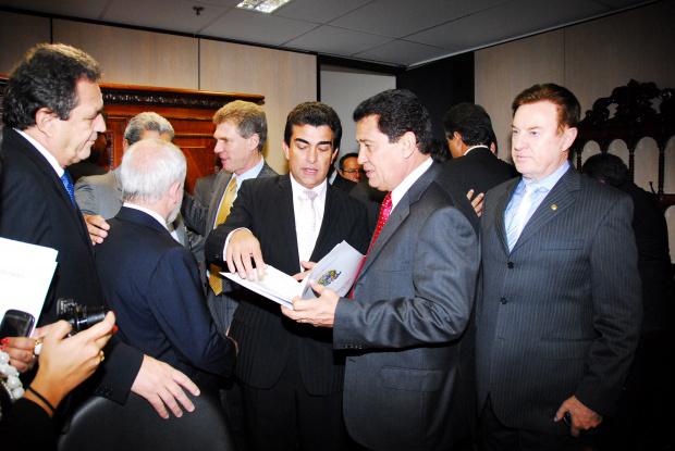 Marçal com o ministro pedindo recursos para Ferrovia Pantanal e duplicação da BR 163 - Crédito: Foto: Divulgação
