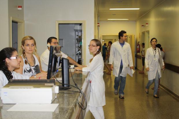 Fundação de Saúde está autorizada a contratar 40 funcionários para o HU - Crédito: Foto: Hédio Fazan/PROGRESSO