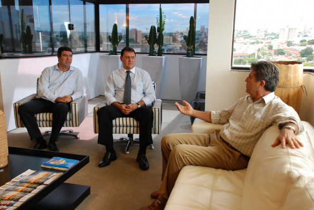 Eduardo Riedel e Sérgio Longen durante encontro ontem com Murilo Zauith - Crédito: Foto : Divulgação