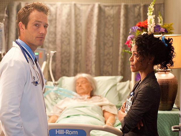 Michael Vartan e Jada Pinkett Smith em cena de \'Hawthorne\': ator diz que 2º ano terá mais romance - Crédito: Foto: Divulgação