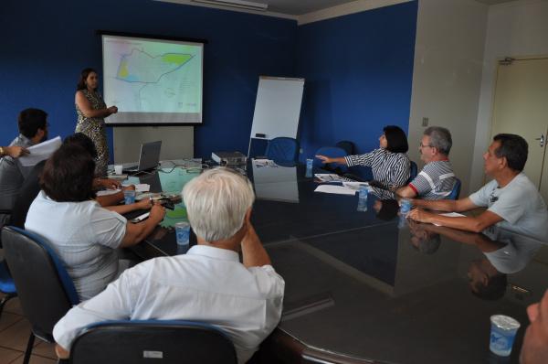 Ana Luiza Lacerda apresenta estudo sobre mudanças no sistema viário de Dourados; Délia pediu apoio de Geraldo Resende Crédito: A. Frota -