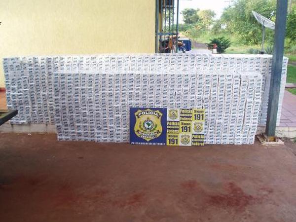 Apreensão deste domingo chegou a 70 mil caixas de cigarro do Paraguai Foto: divulgação PRF -