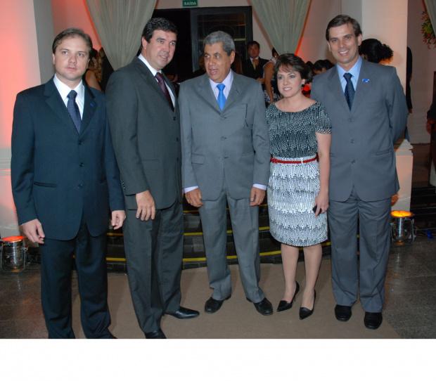 Nova diretoria do Sebrae e o governador André Puccinelli - Crédito: Foto: Luiz Henrique