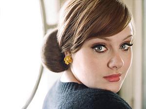 A cantora Adele, de 22 anos - Crédito: Foto: Divulgação