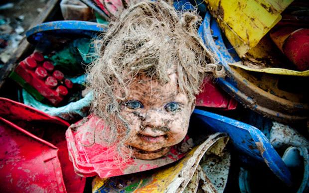 Foto de Mariana Vianna que integra ensaio fotográfico sobre a vida no Jardim Gramacho que será lançado em paralelo ao filme \'As crianças do lixão\' - Crédito: Foto: Mariana Vianna/Divulgação