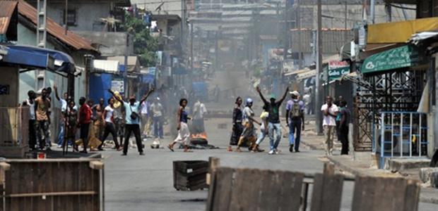 Confrontos de rua nesta segunda-feira - Crédito: Foto: AP