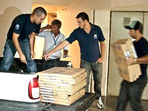 Transferência do papel começou nesta segunda- feira - Crédito: Foto: Vinícius Sgarbe/G1 PR