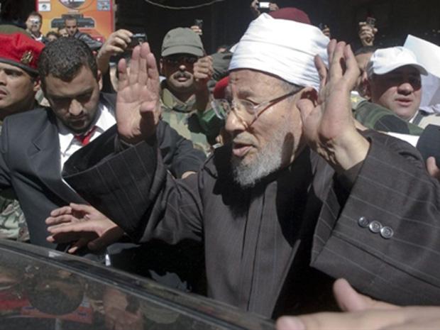 Yusuf al-Qaradawi participa de festa na Praça Tahrir, no Cairo, em 18 de fevereiro - Crédito: Foto: AFP