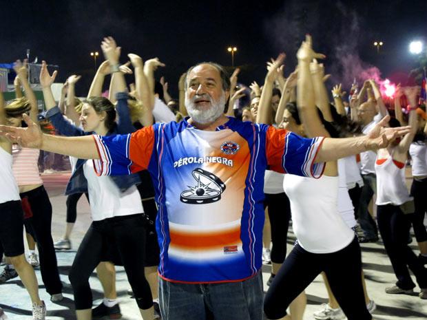 Gilbert Stein representou Moisés em 2003 pela Mangueira e abriu o Mar Vermelho formado por cerca de 500 componentes - Crédito: Foto: Rafael Italiani/G1