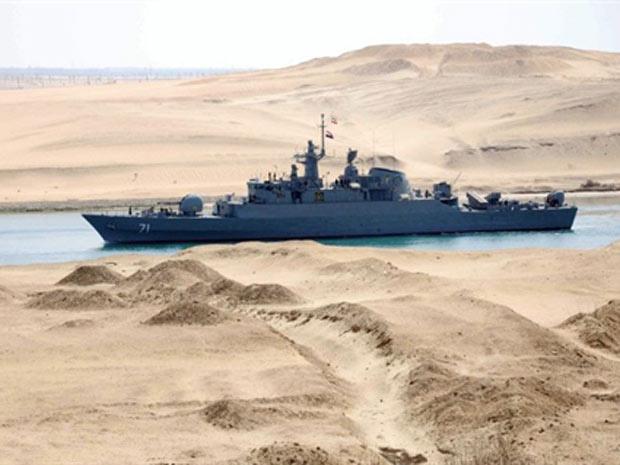 Fragata de patrulha iraniana Alvand passa pelo canal de Suez nesta terça - Crédito: Foto: AFP