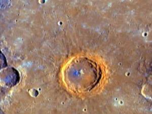 Crateras na superfície do planeta foram mostradas pela sonda Messenger - Crédito: Foto: Nasa / via BBC