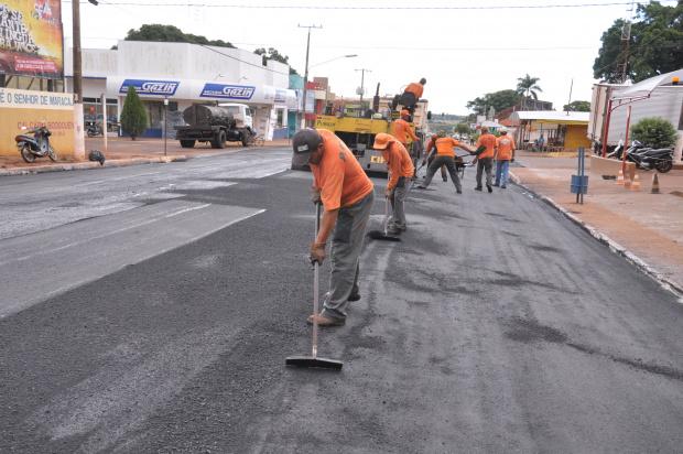 Pavimentação asfáltica na rua 11 de junho é uma das obras em andamento - Crédito: Foto : Adersino Junior