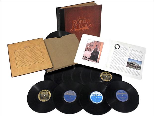 """A caixa \""""The complete original masters: centennial edition\', com obra completa do mestre do blues Robert Johnson - Crédito: Foto: Divulgação"""