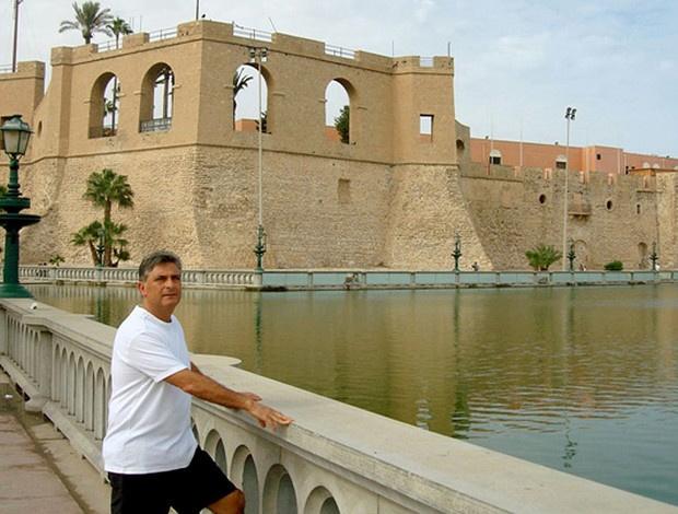 O técnico Marcos Paquetá, em foto tirada em Trípoli em um dia sem conflitos - Crédito: Foto: Divulgação