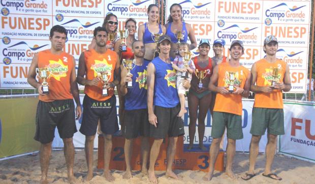 Duplas que venceram no Estadual de Vôlei de Praia em Campo Grande no final de semana - Crédito: Foto : Divulgação
