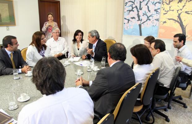 A licença de instalação da fábrica foi assinada por André e entregue a Petrobras - Crédito: Foto : Rachid Waqued