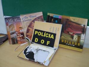 Cocaína foi encontrada em capas de livros, segundo a polícia - Crédito: Foto: Divulgação/DOF-MS