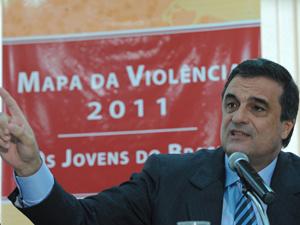 O ministro da Justiça, José Eduardo Cardozo, lança o \'Mapa da Violência 2011 – Os Jovens do Brasil\'.  - Crédito: Foto: Marcello Casal Jr /ABr