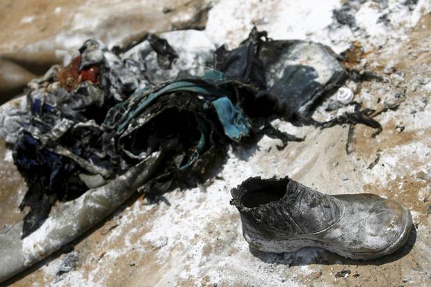 Pertences de operários que ficaram feridos em explosão no canteiro de obras do Metrô de Salvador - Crédito: Foto: Lunaé Parracho/Agência A Tarde/AE