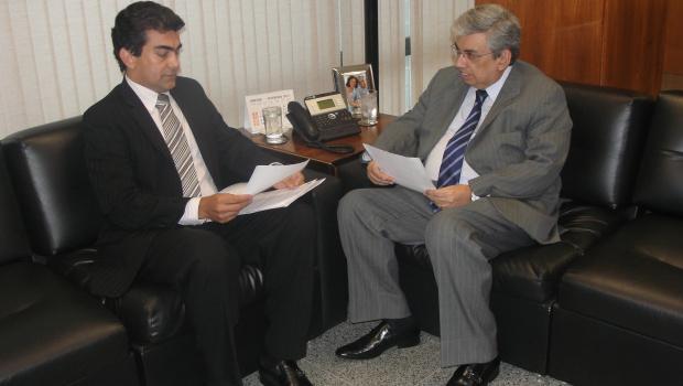 Deputado Marçal Filho reunido com o ministro da Previdência Social, Garibaldi Alves - Crédito: Foto: Divulgação