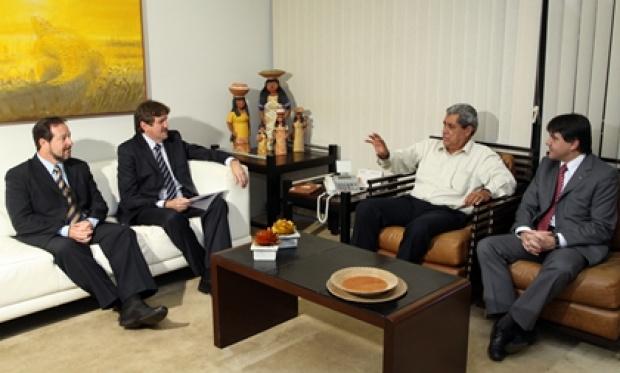 André Puccinelli durante encontro com representantes do Banco do Brasil - Crédito: Foto : Rachid Waqued