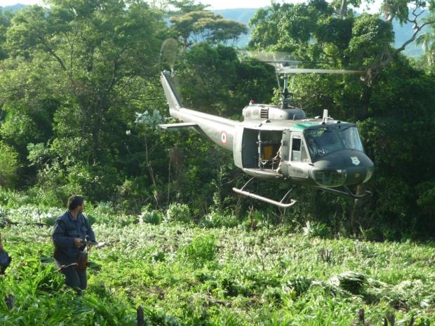 Helicóptero usado na operação que destruiu lavouras de maconha no Paraguai - Crédito: Foto : Lania Torres