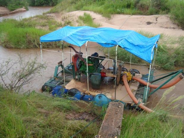 Draga foi interditada e mineradora fechada pela PMA - Crédito: Foto: Divulgação