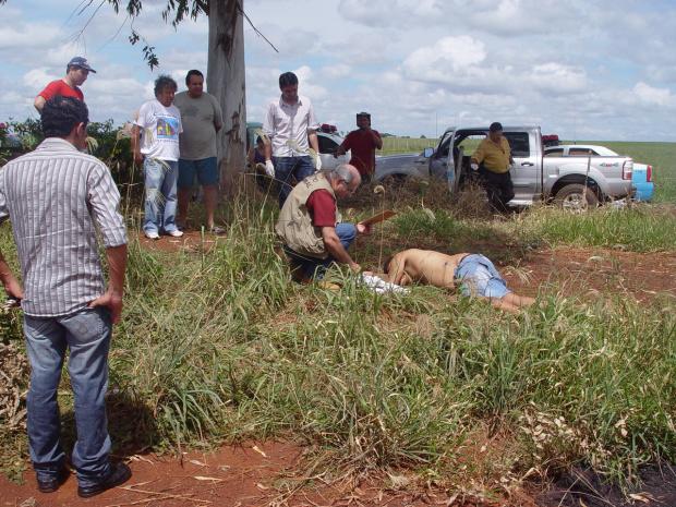 Corpo encontrado próximo a entrada de uma fazenda - Crédito: Foto: Sidnei L. Bronka