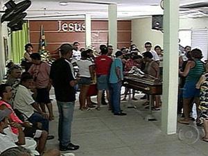 Velório do baixista Lenine Castro, no Recife  - Crédito: Foto: Reprodução/TV Globo