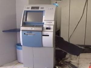Caixa eletrônico foi arrombado em Camaçari  - Crédito: Foto: Reprodução/TV Bahia