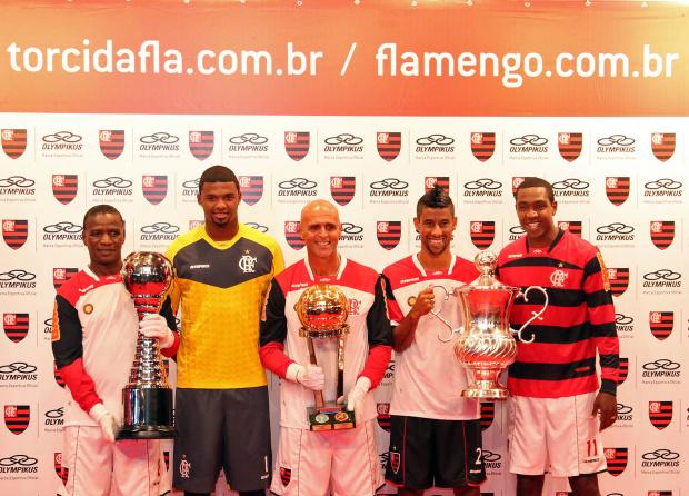 Flamengo lança uniformes com homenagens ao Mundial de 81 e à torcida -
