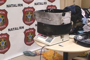 Duas malas de passageiros búlgaros escondiam 4 kgs de cocaína - Crédito: Foto: Polícia Federal/Divulgação