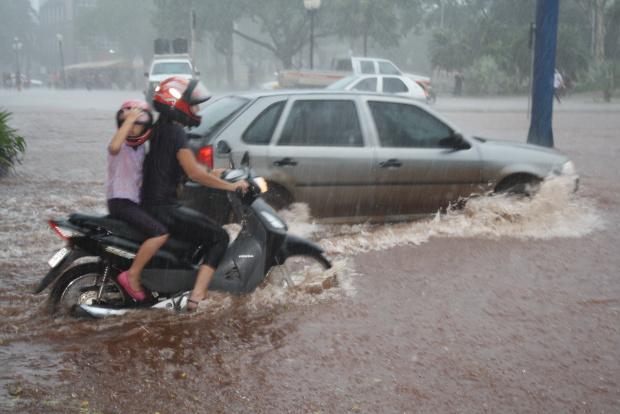 Chuvas fora do previsto surpreenderam Dourados durante o mês de fevereiro - Crédito: Foto: Hédio Fazan/PROGRESSO