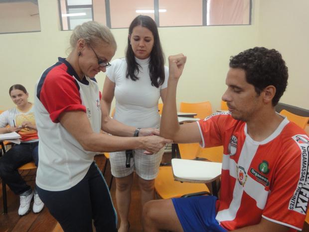 Acadêmicos realizam teste de composição corporal em jogadores profissional - Crédito: Foto : Divulgação