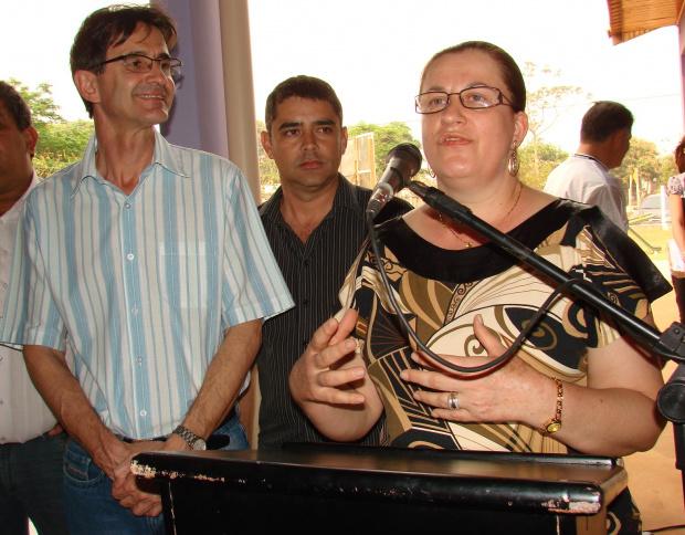 O prefeito Dirceu Lanzarini e a secretária de educação, Zita Centenaro - Crédito: Foto: Vilson Nascimento