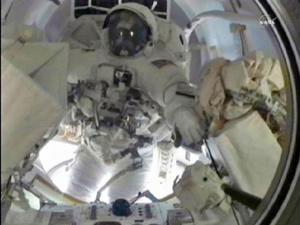O astronauta Alvin Drew em ação - Crédito: Foto: Reuters