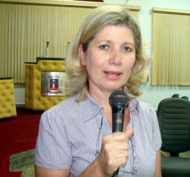 Vice prefeita de Mundo Novo Vânia Parize, anuncia premiação - Crédito: Foto :  Divulgação