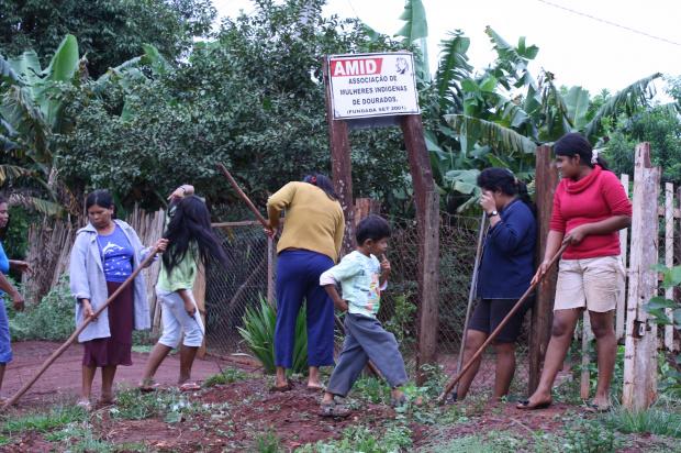 Mulheres indígenas produzem e vendem sabonetes para ajudar no orçamento - Crédito: Foto: César Firmino
