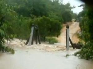 Enchente derruba ponte em São Gabriel do Oeste, em Mato Grosso do Sul - Crédito: Foto: Reprodução/TV Globo