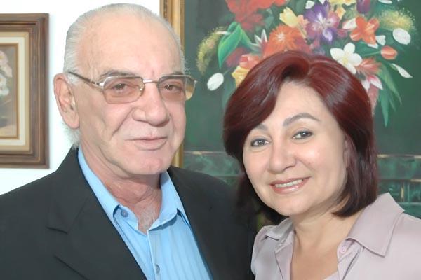 Segunda-feira será dia de parabéns pra você na residência do ex-deputado Roberto Razuk, que troca de idade ao lado da esposa, a vereadora e presidente da Câmara Municipal de Dourados, Délia Razuk. -