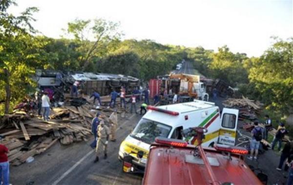 Acidente ocrrido em Santa Catarina, entre ônibus e caminhão com 26 mortos foi o mais grave Foto: div; -
