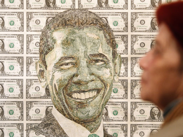 Retrato do presidente norte-americano, Barack Obama, criado com notas de dólar. A obra foi projetada pelo artista ucraniano Ruslan Kutnyak e está sendo exibida nesta quinta-feira - Crédito: Foto: AP