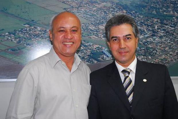 Carlos Alberto Assis e o deputado Reinaldo Azambuja, presidente do PSDB/MS - Crédito: Foto : Kelly Venturini