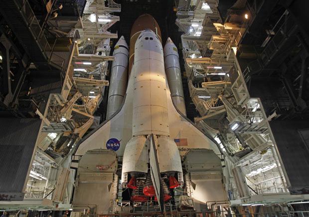 Endeavour é transportado para a plataforma de lançamento - Crédito: Foto: Joe Skipper/Reuters