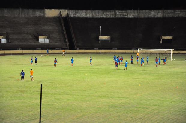 Jogadores do Sete de Setembro durante o último treino, realizado no Douradão, para o jogo de hoje - Crédito: Foto: A. Frota