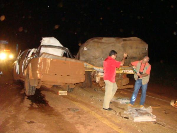 Colisão matou condutor de caminhonete na BR 163 em Dourados - Crédito: Foto: Cido Costa