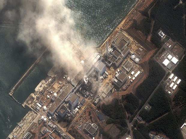 Imagem aérea da usina Fukushima Daiichi após explosão nesta segunda-feira - Crédito: Foto: Reuters