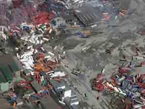 Porto em Sendai, no Japão, destruído pelo tsunami que atingiu o país na última sexta-feira - Crédito: Foto: AP