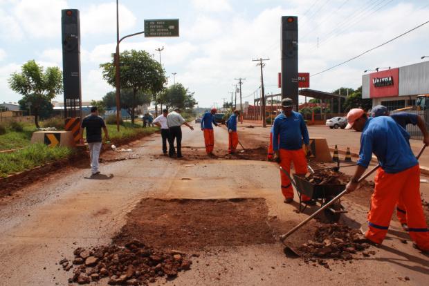 Frente de recuperação do asfalto segue pela Avenida Marcelino Pires - Crédito: Foto : Hedio Fazan/PROGRESSO